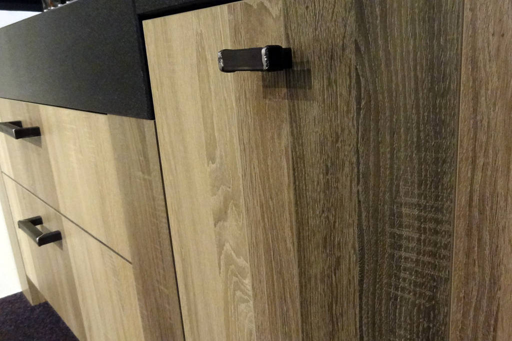 Old wood keukens stoer warm - Foto grijze keuken en hout ...