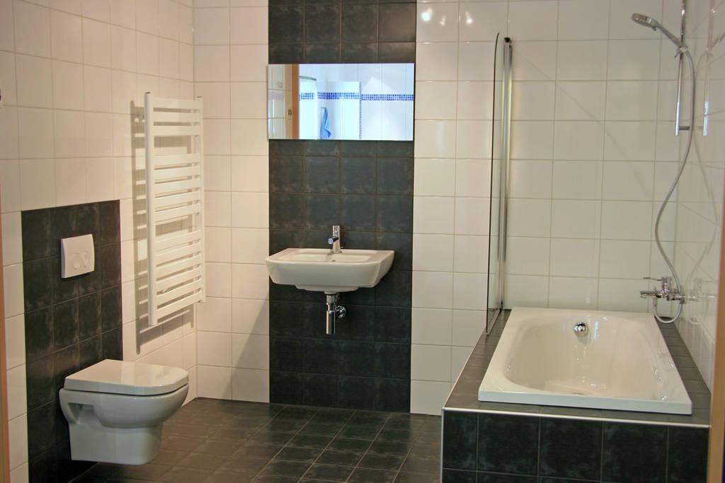 moderne badkamers strak en eigentijds, Meubels Ideeën