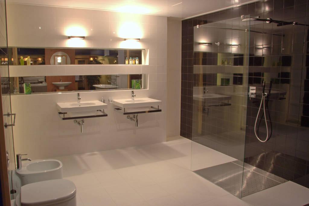 Italiaanse badkamers: abstract en gedurfd