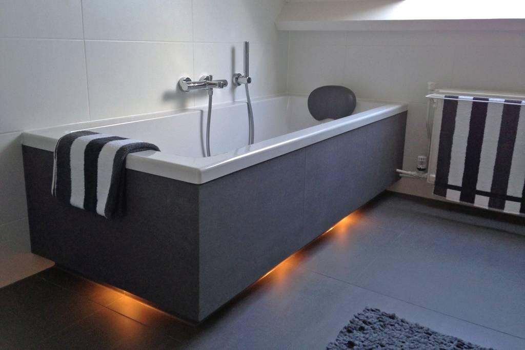 Strakke badkamers modern en klassiek for Badkamer fotos