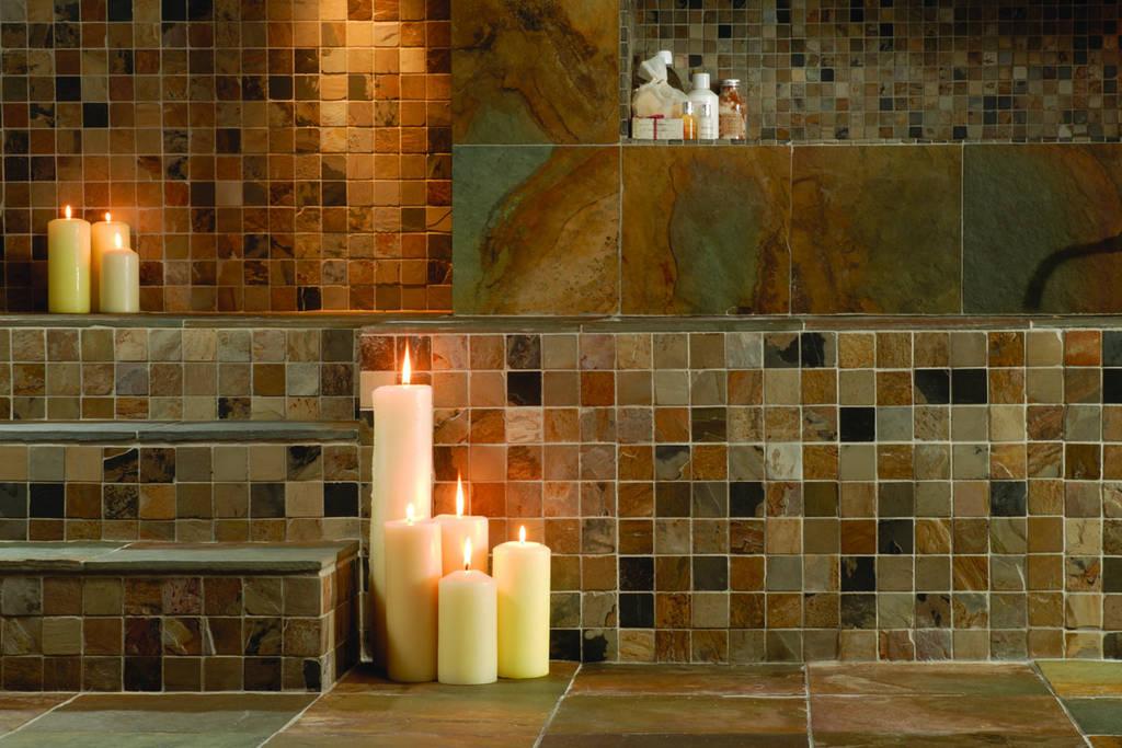 Badkamertegels mozaiek kleine tegeltjes oftewel moza ek een populaire trend - Donker mozaieken badkamer ...
