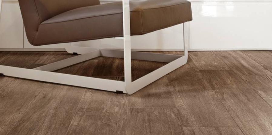 Maak uw interieur huisdierproof: ga voor krasvrije houtlook tegels