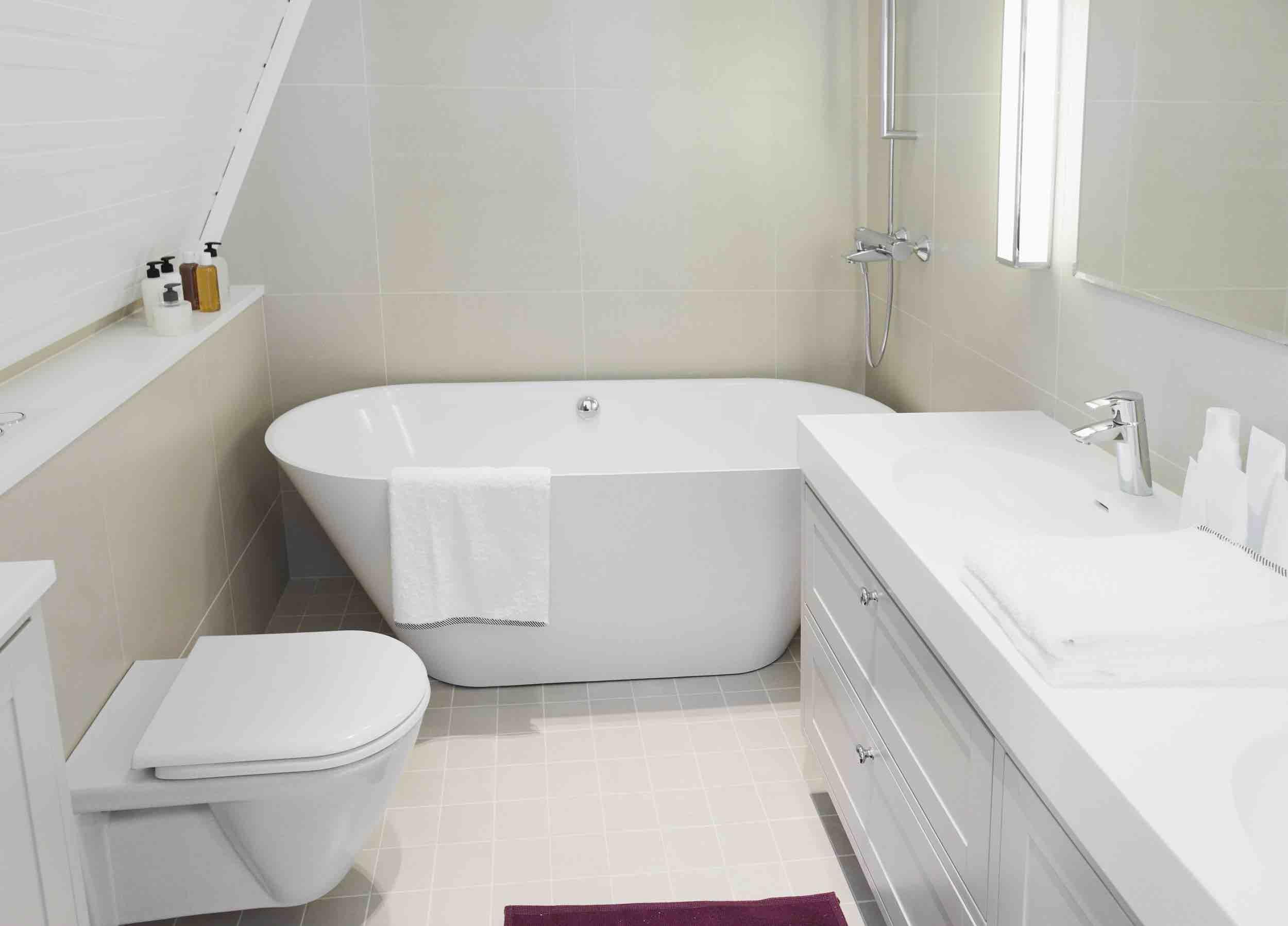 Kleine zolder badkamer: badkamer maken zelf een kleuren de. een ...