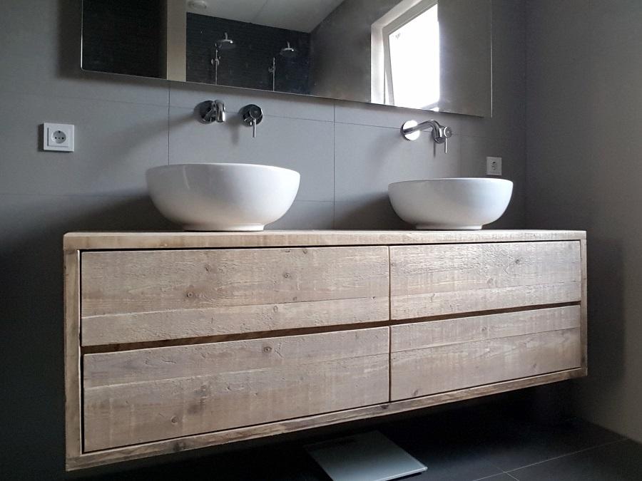 Steigerhout in de badkamer slim of onverstandig - Houten meubels voor badkamers ...