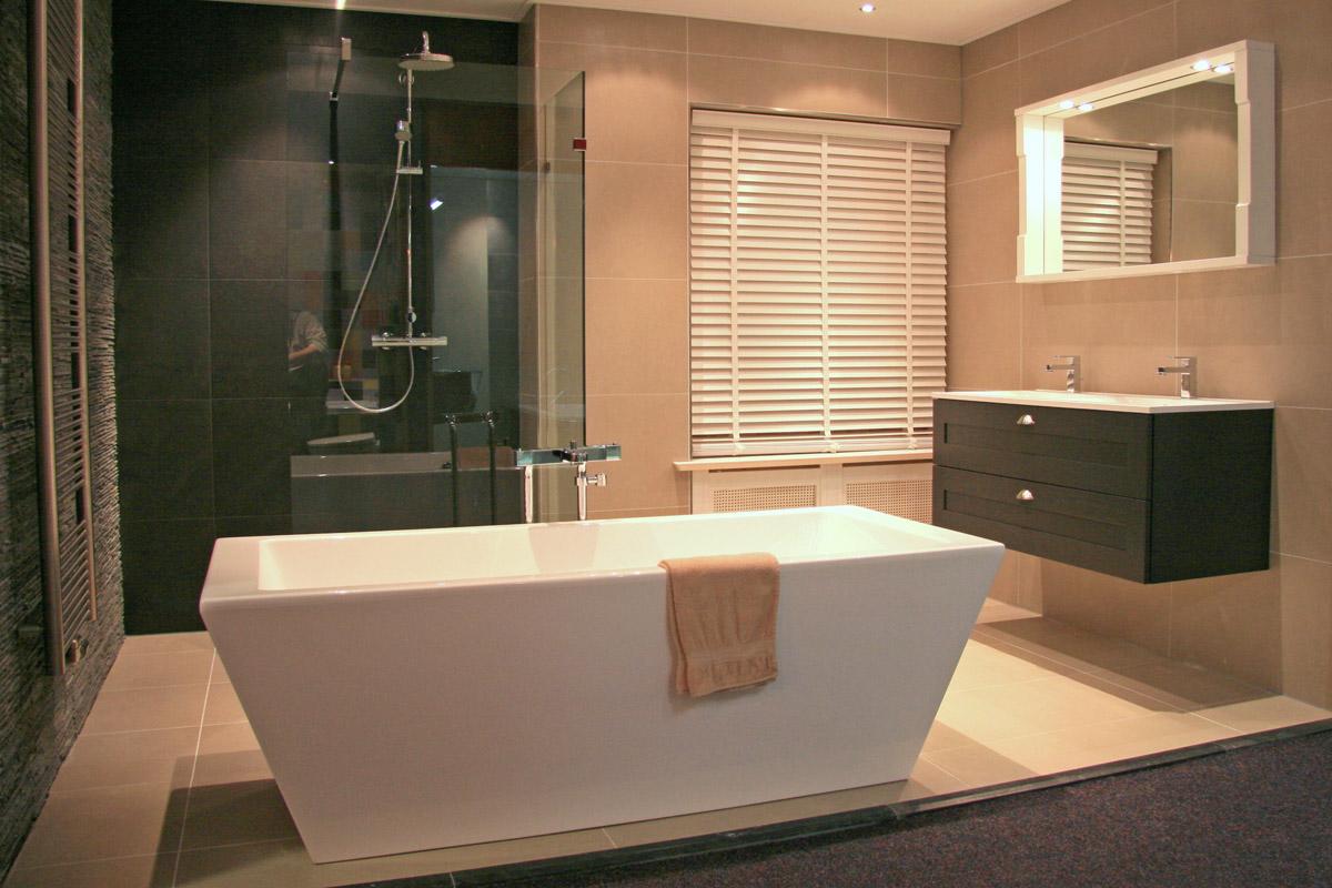 Simpele Mooie Badkamer : Verbouw je badkamer met een klein budget tips om geld te besparen