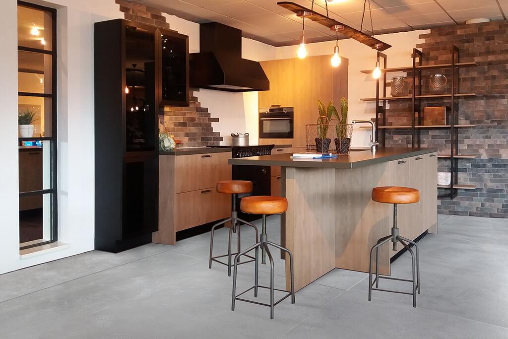 Industriële keukens heerlijk variëren met stoere robuuste materialen